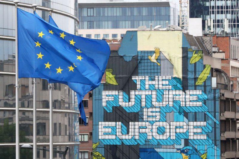歐洲聯盟30日二度更新允許旅客入境的「安全國家」建議名單,因全球疫情持續延燒,開放名單縮減至11國。 路透社