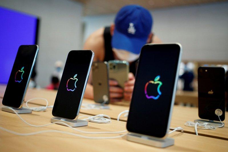 蘋果今年新款iPhone供應將延遲數週,投資業者認為對市場影響輕微。(路透)