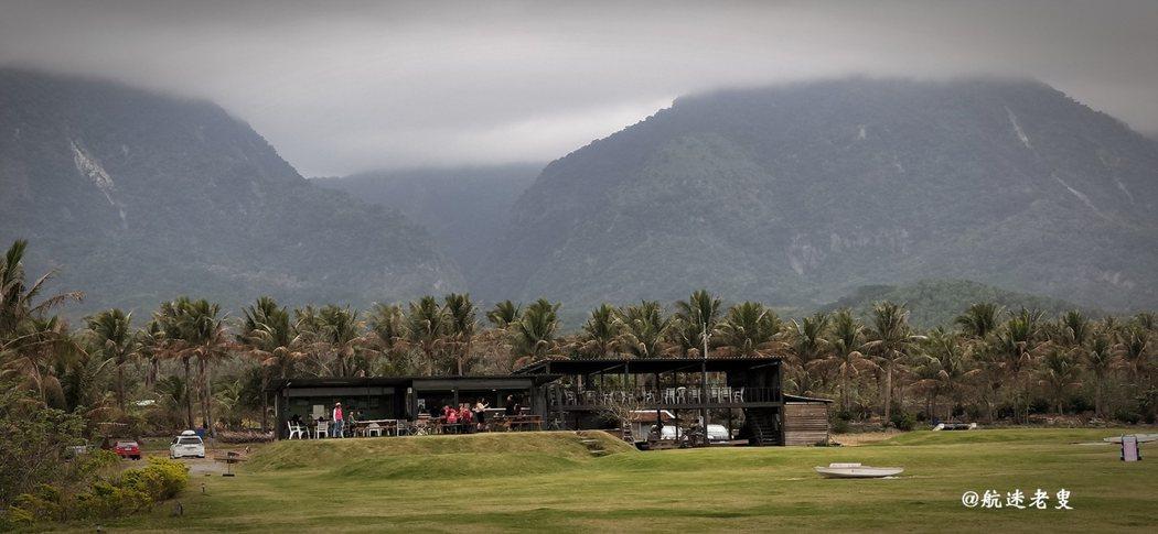 前臨太平洋,後依都蘭山, 有種遺世獨立的景象。