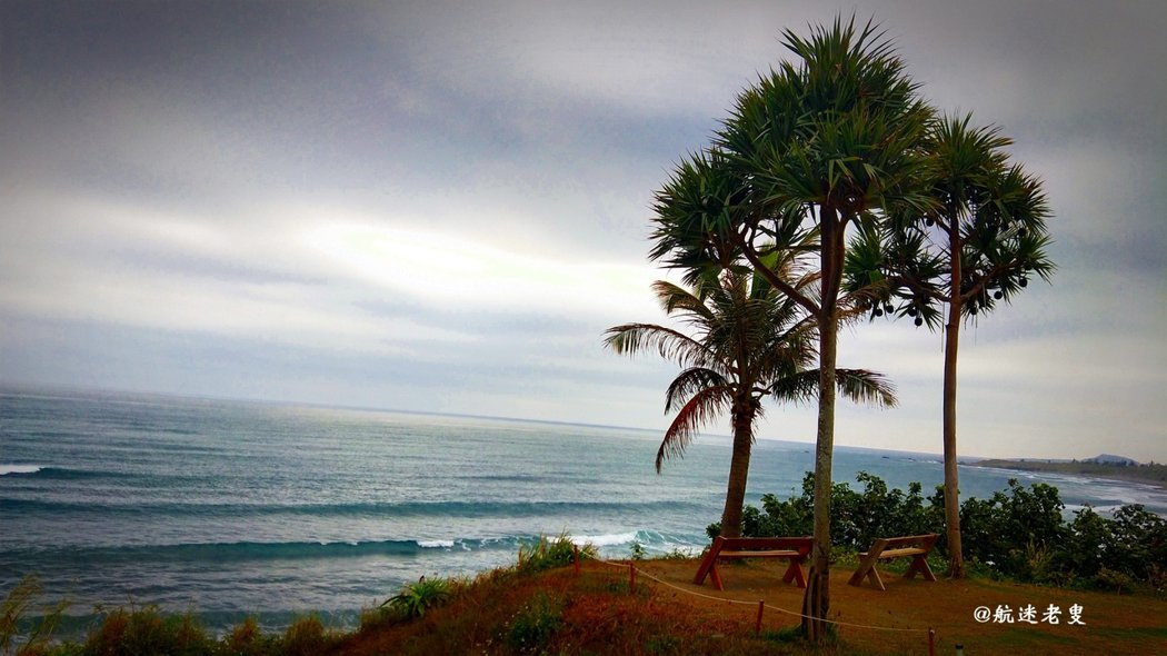 面向大海,總是內心震動不已, 大海寂靜,聽到波波的海浪聲, 聞到海水的腥鹹,看到大海的深處, 這是大平洋!