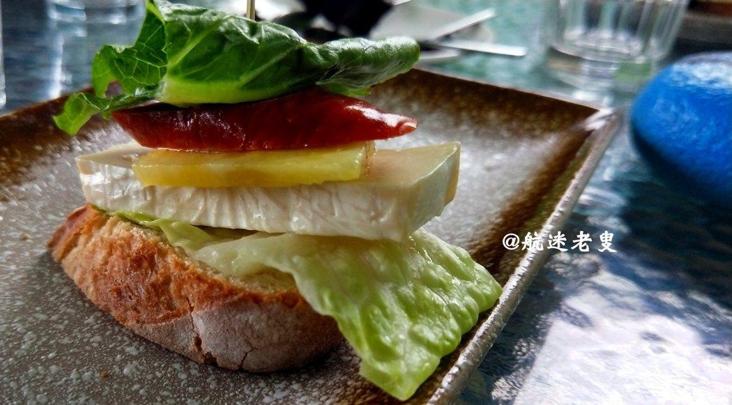 這道沙拉留在舌尖上的清雅並不普通, 細膩有層次,吃在嘴裡味道餘波盪漾。