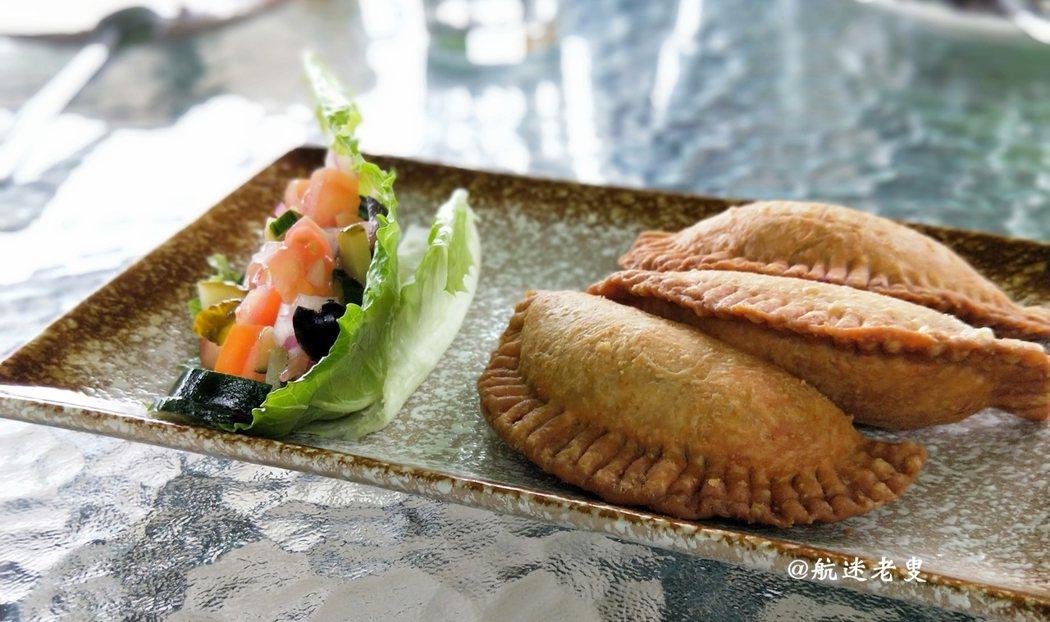 食材簡單,享受原味, 這一看就知道的西式煎餃, 不僅賞心悅目,外脆內軟的餡料,一嚐難忘。