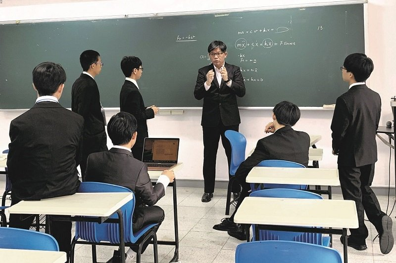 擔任指導老師的盧政良除了專業知識的傳授,賽前賽後更會為學生做好心理建設。(照片提供/盧政良)