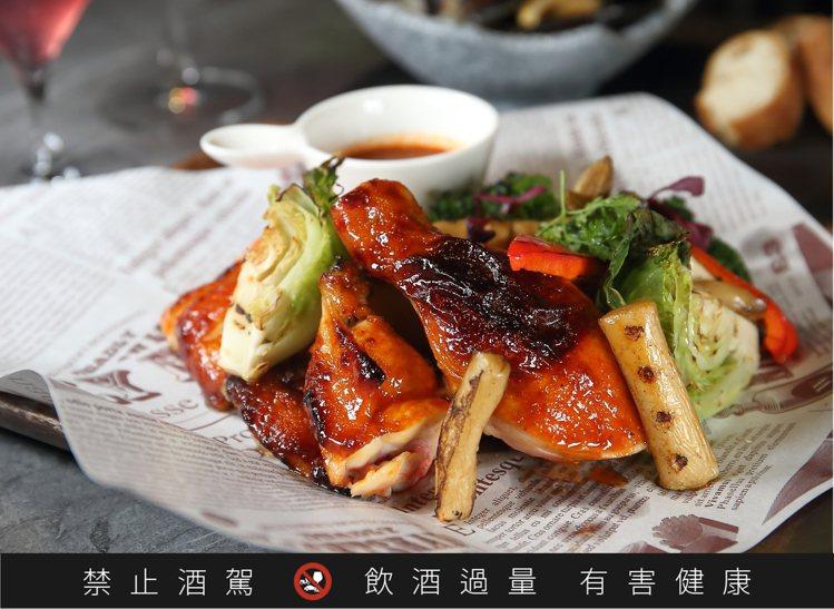慾火焚雞辣醬烤半裸雞,每份580元。記者陳睿中/攝影