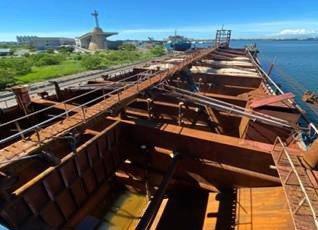 海巡今晨再扣得一艘陸籍抽砂船,高雄興達港船滿為患,據了解,目前海巡署興達港海巡基...