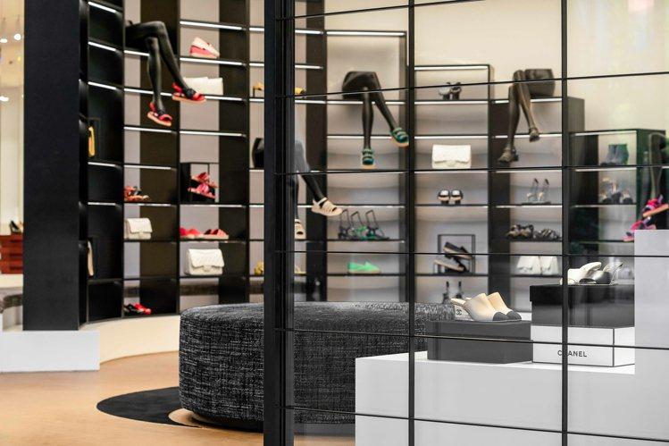 首間香奈兒鞋履限時專賣店於信義區百貨遠百信義A13一樓登場。圖/香奈兒提供