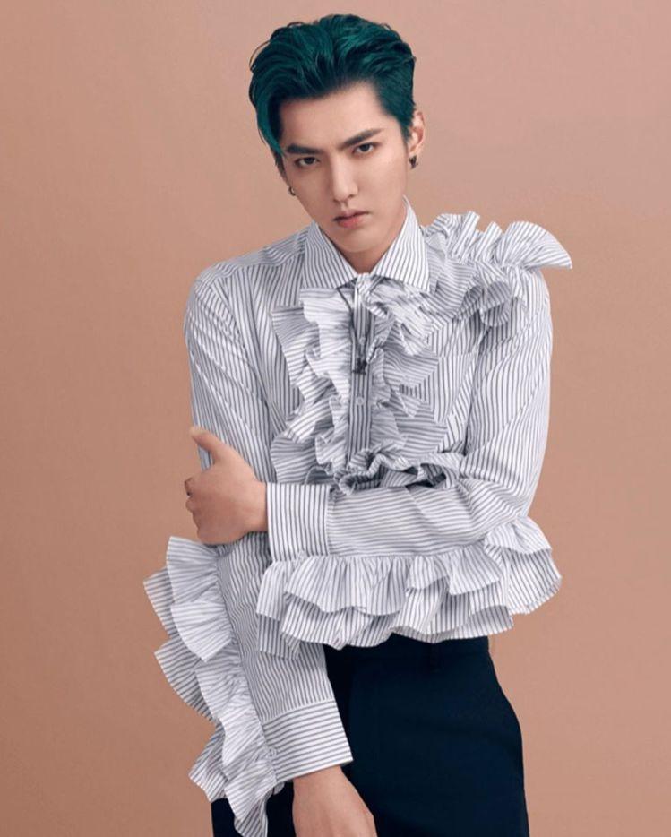 吳亦凡身穿LV 2020秋冬男裝荷葉邊襯衫,73,000元。圖/取自IG