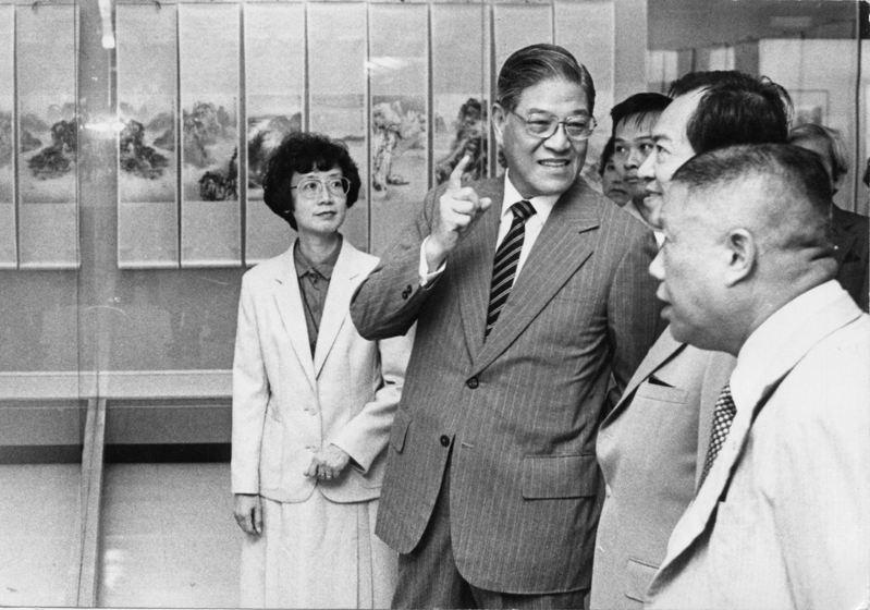 根據美國中情局多份1980年代分析檔案,中情局不認為蔣經國死後,李登輝(左二)可以支配政局,事實證明中情局錯看了李登輝的鬥爭本領。圖/聯合報系資料照片
