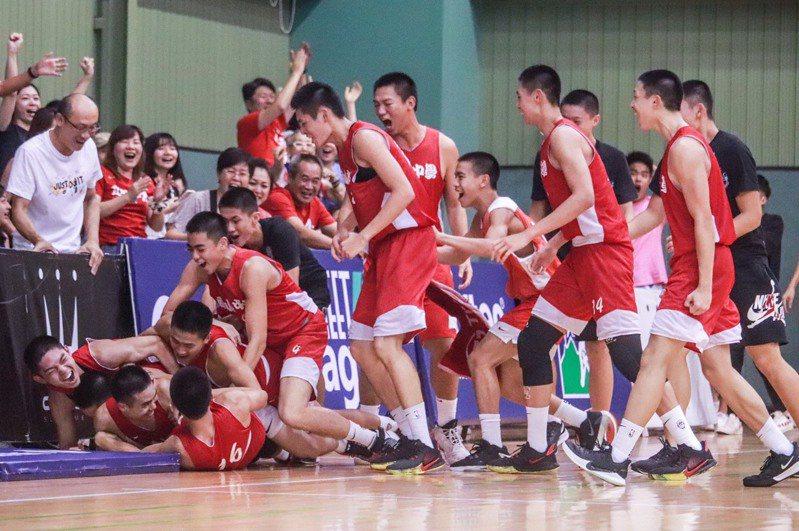 南山高中在王輝盃八強賽絕殺泰山,挺進四強。圖/王輝盃大會提供