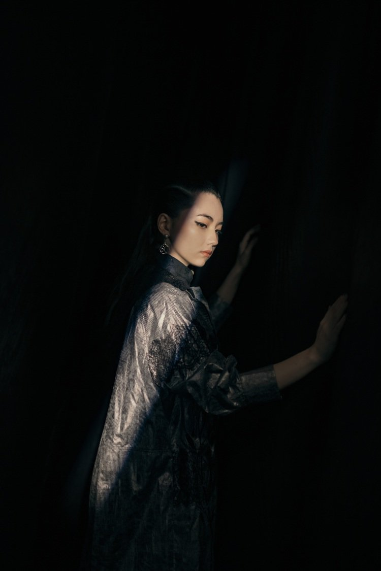 黑嘉嘉首度獲邀拍攝夏姿服裝形象。圖/夏姿提供