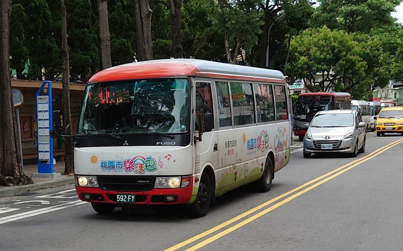 桃園市21條免費公車「樂活巴」,將於8月1日起轉型為市區公車收費路線。圖/交通局提供