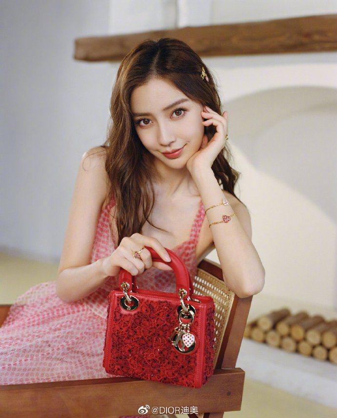 Angelababy穿Dioramour紅色波卡圓點薄紗洋裝,35萬元。圖/取自...