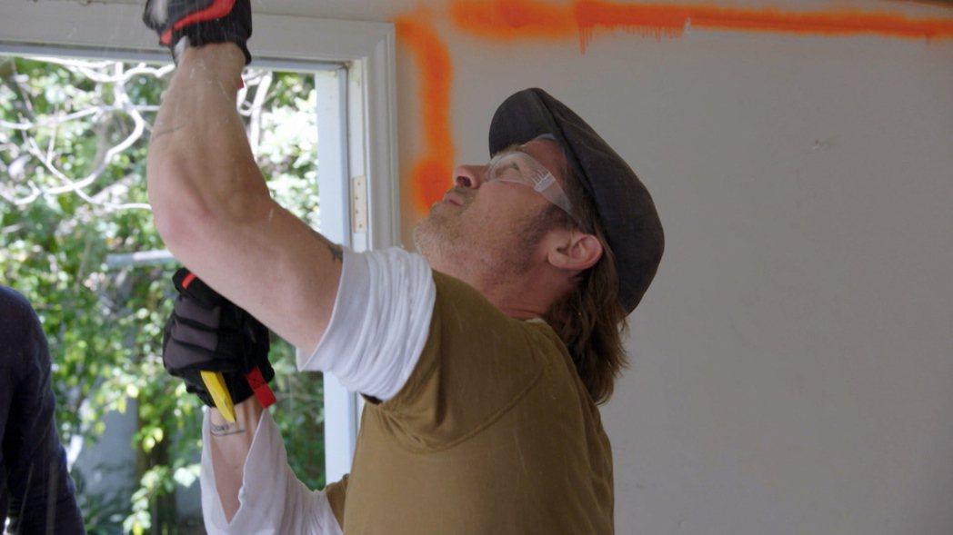 布萊德彼特親自幫彩妝師老友整修房子。圖/TLC旅遊生活頻道提供