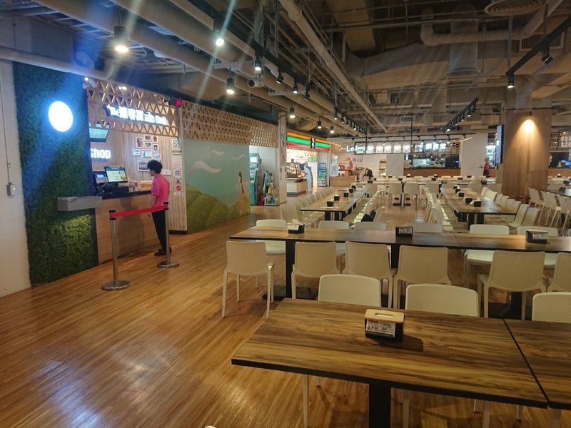 和碩地下一樓員工餐廳,而這原本應該是停車場。圖/北市建管處提供