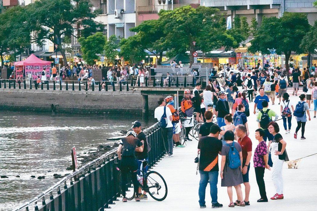 淡水是北台灣知名的景點之一,每到假日都湧入許多遊客。聯合報系資料照片/記者林伯東...