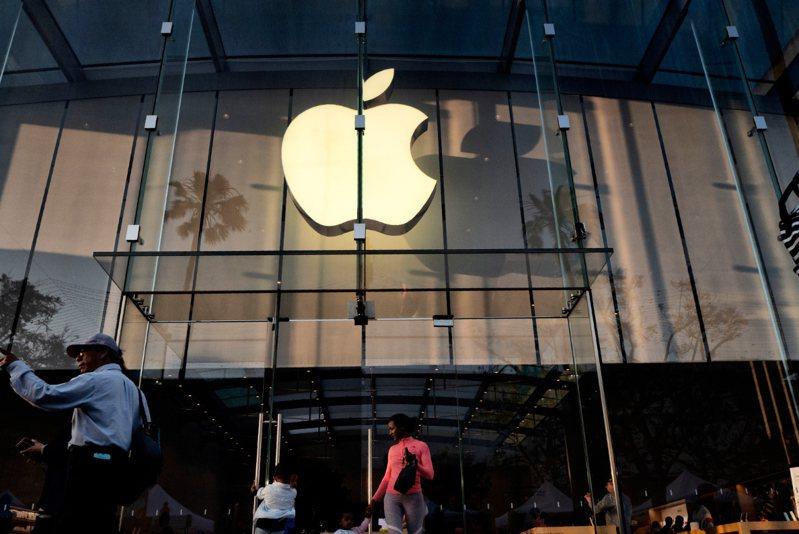 蘋果股價周五漲幅領先大盤,創歷史新高,大漲逾10%。  美聯社