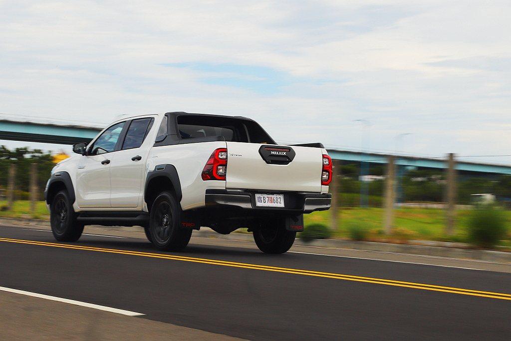 雖然原廠未提及,但發現駕Toyota Hilux的車艙肅靜性表現相比舊車型有所改...