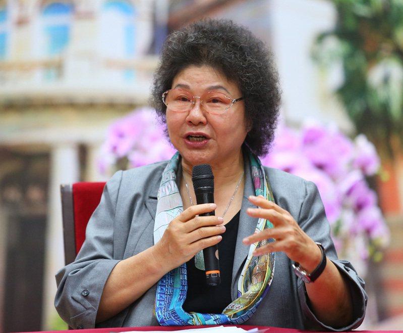 監察院長陳菊昨天就職上任,對於在野黨質疑監委人事違憲,陳菊說,她希望在立法院有機會接受各政黨檢驗,可惜立法院沒有給她這個機會。 記者林澔一/攝影