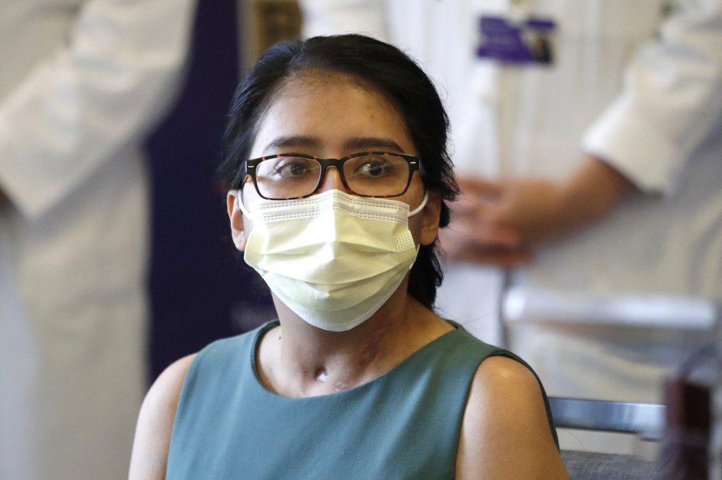 首名在疫情下接受雙肺移植的芝加哥婦女梅拉‧拉米瑞茲,在住院六周後出院,感慨「無法...