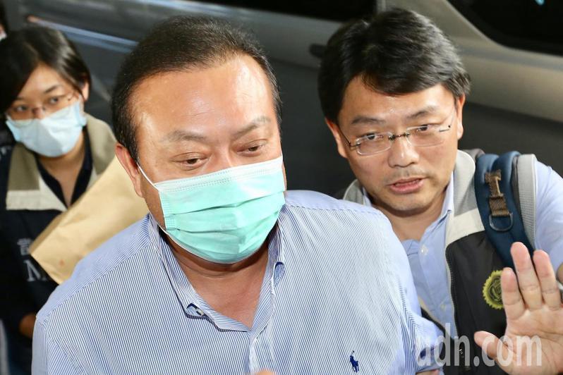 民進黨立委蘇震清今天上午7時遭調查局移送台北地檢署。記者林伯東/攝影