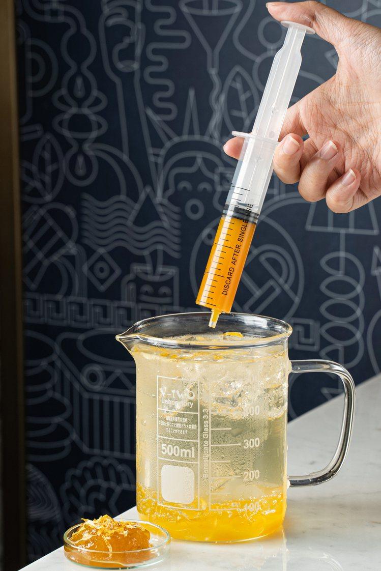 Kiehl's在金盞花急診室,推出金盞花果粒針筒氣泡飲/120元。圖/Kiehl...