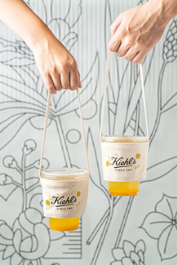 Kiehl's在金盞花急診室,推出消費滿額送杯套。圖/Kiehl's提供