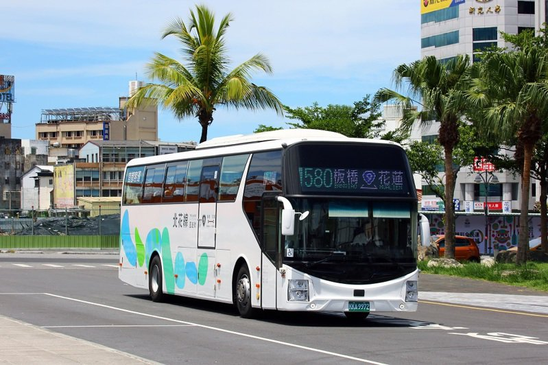 台北、首都客運的北花線,8月將推出票價優惠,台北到花蓮來回票400元。圖/台北、首都客運提供
