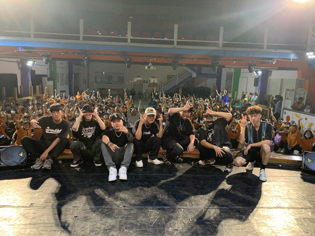 學妹殺手團員左起米酒、J Cat、Flex、RedColorG、王泰翔、LilQ