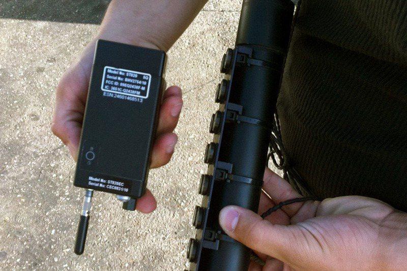 車子被加裝GPS定位器,可以輕易鎖定駕駛者的所在地。美聯社