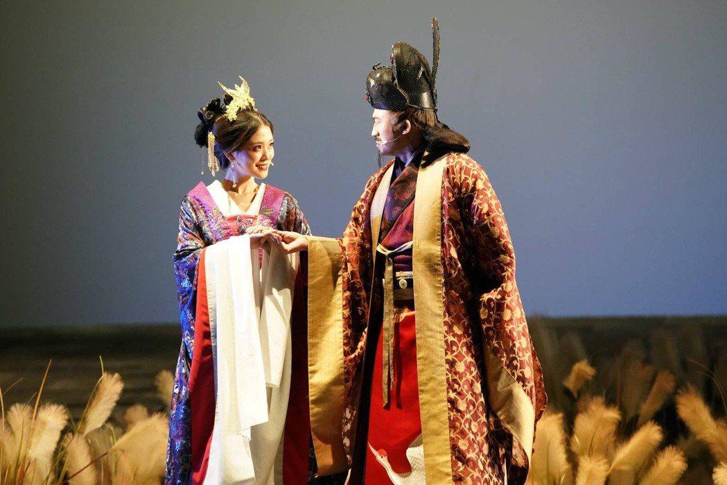卓文萱(左)、倪子鈞(小馬)在「賽貂蟬」中分飾貂蟬、曹操。圖/全民大劇團提供