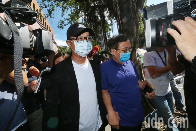 台北地檢署命統領百貨第二代翁華利200萬元交保。記者曾原信/攝影