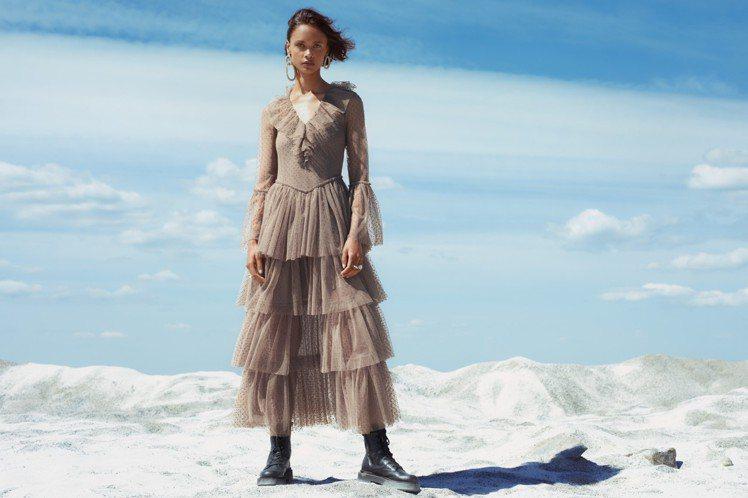 H&M推出與設計師品牌Sandra Mansour聯名的合作系列,忠實的複製出招...