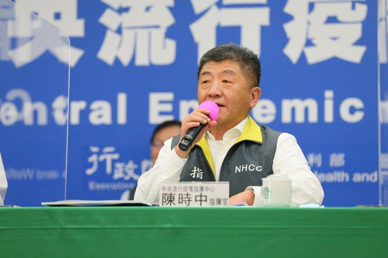 五月初,指揮中心指揮官陳時中喊出「防疫新生活運動」,他今表示,現在觀察台灣社區戴口罩人數可能連三成都不到,各位要「卡」注意,一定要戴起口罩。圖/指揮中心提供