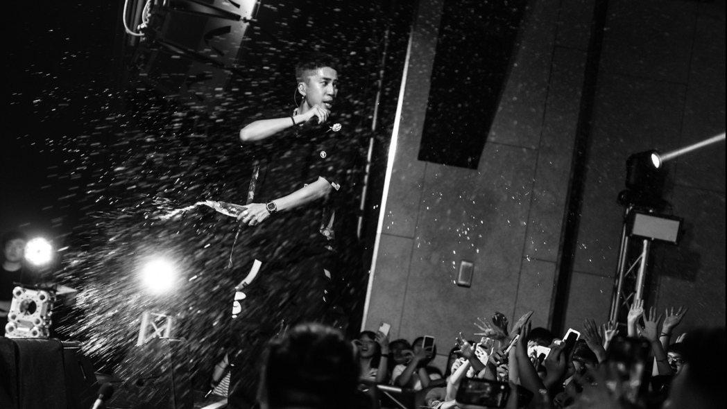婁峻碩昨晚首開唱,吸引上千粉絲到場力挺。圖/想不到音樂工作室提供