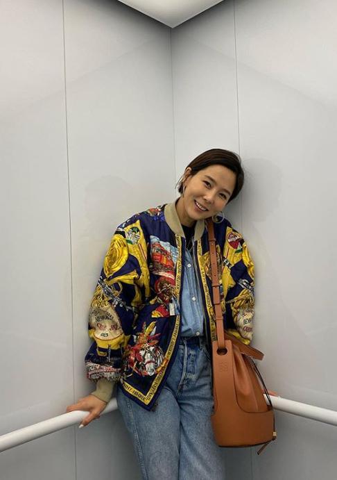 韓國歌手金娜英詮釋Balloon包款。圖/取自IG