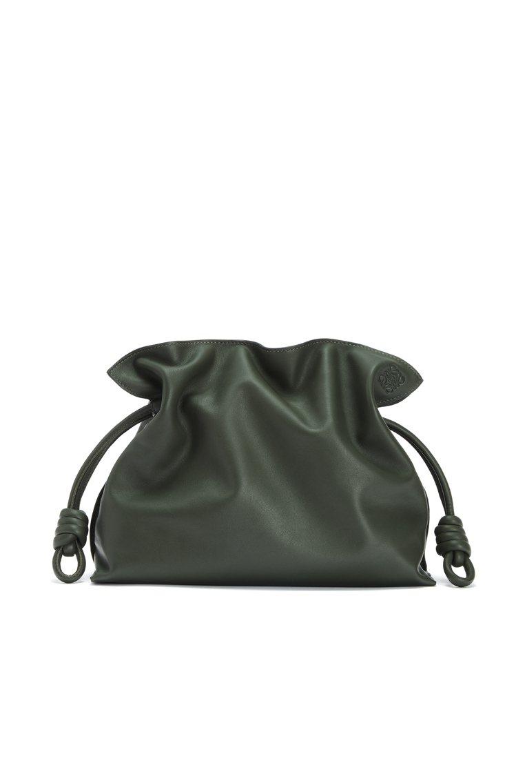 Flamenco綠色小牛皮肩背手拿提包,價格店洽。圖/LOEWE提供