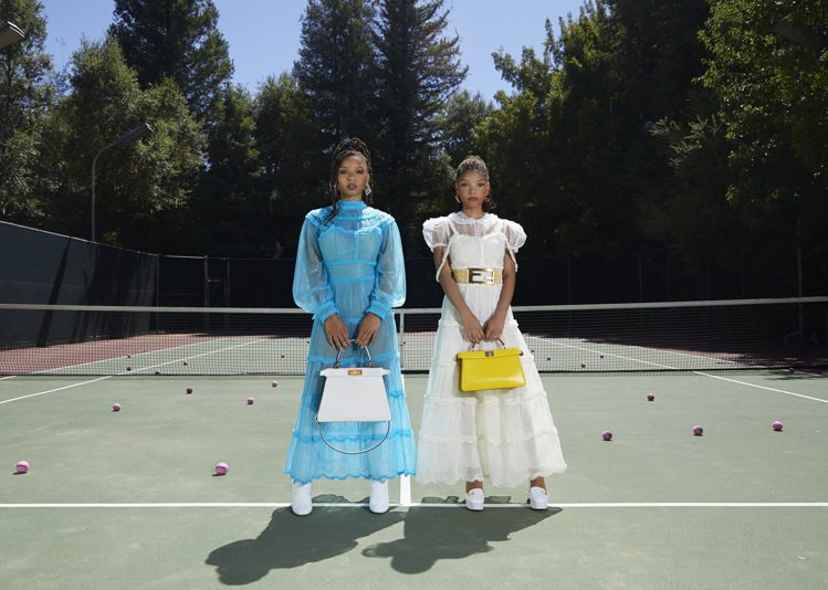 Chloe x Halle拍攝FENDI #MeAndMyPeekaboo微電影...