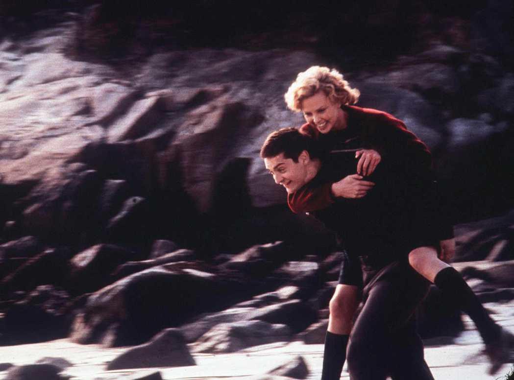 莎莉賽隆承認拍「心塵往事」時,和陶比麥奎爾有點難相處。圖/摘自imdb