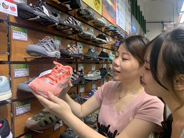 大江購物中心超過20多家運動、戶外休閒品牌迎接動滋券商機。圖/大江購物中心提供