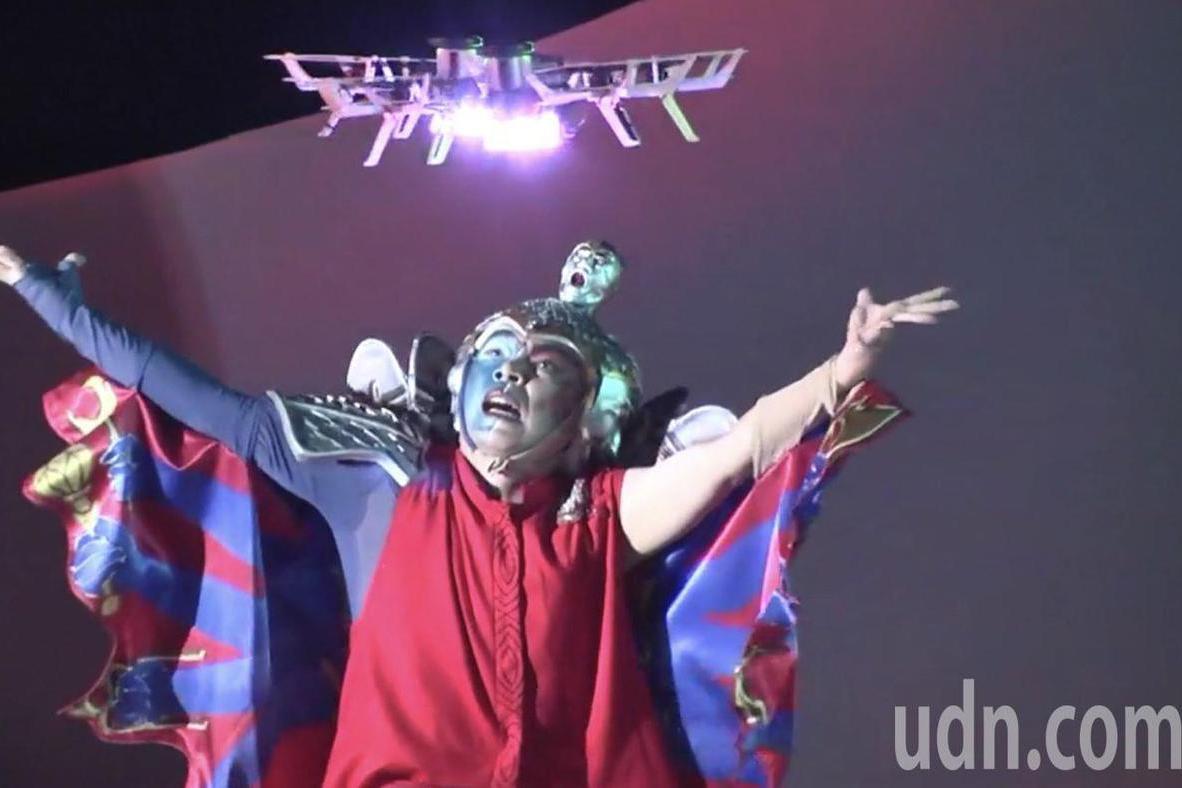 4百架無人機結合表演藝術人機共舞 故宮南院璀燦夜空