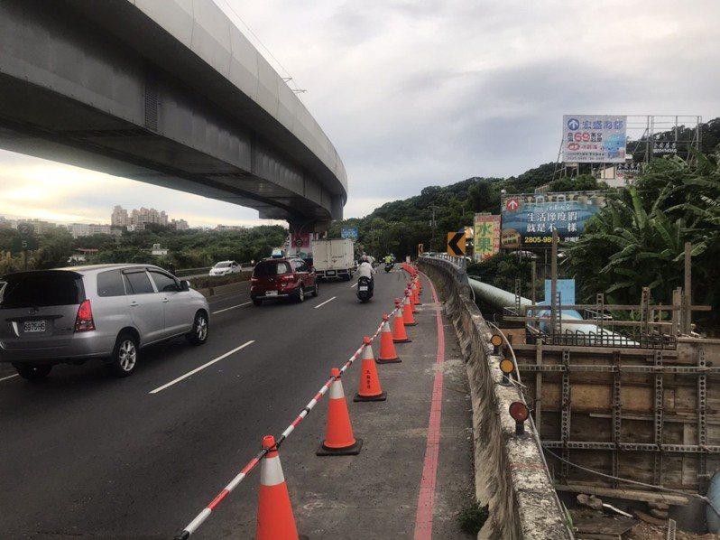新北市養工處正在淡海新市鎮興建米蘭橋人行橋工程。圖/養工處提供