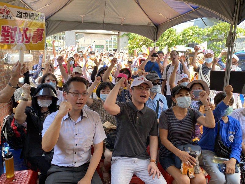 罷王軍誓師大會宣布展開第二階段罷免行動及招募志工,目標8萬份連署書。記者高宇震/攝影