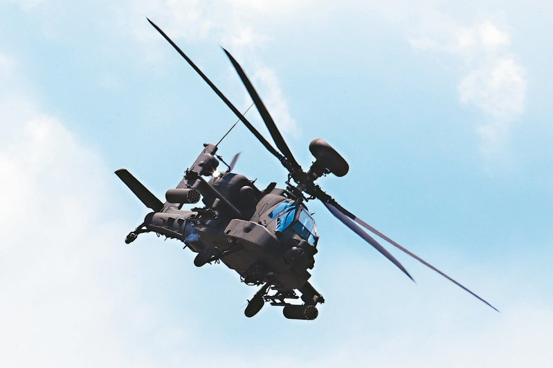 美索天鷹專案結餘款,國防部堅守財政紀律悍拒需索。圖為AH-64E阿帕契攻擊直升機。圖/聯合報系資料照片