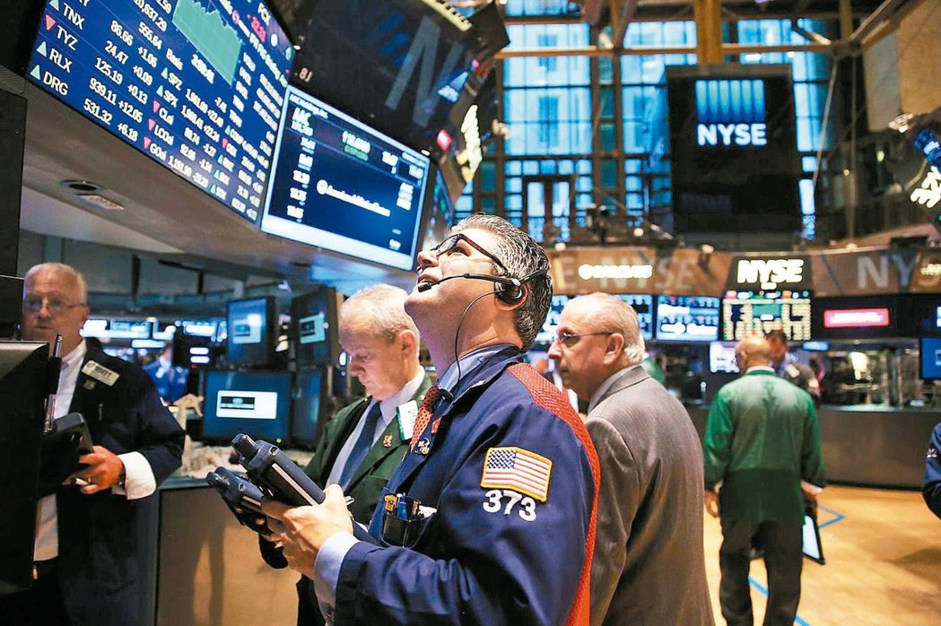 美股持續走高,其中在科技股驚驚漲的帶動下,那斯達克指數在上周也首見11,000點...