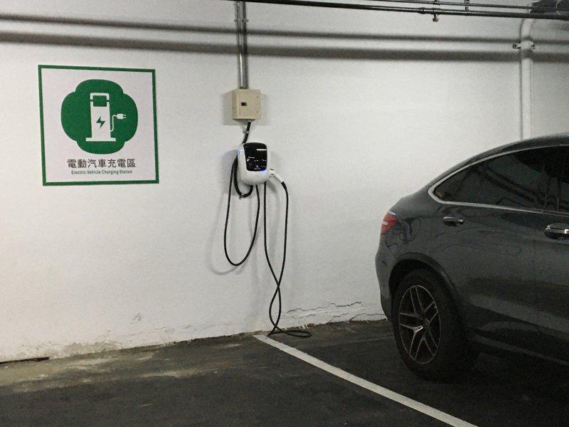 桃園公寓大樓裝設電動汽車充電座,每社區最高補助5萬元。 記者張裕珍/攝影