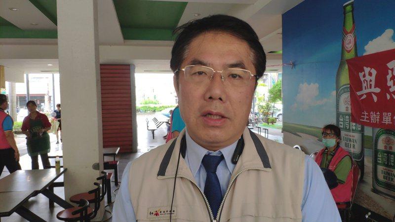 台南市長黃偉哲談跨黨派立委涉嫌收賄時表情凝重。記者謝進盛/攝影