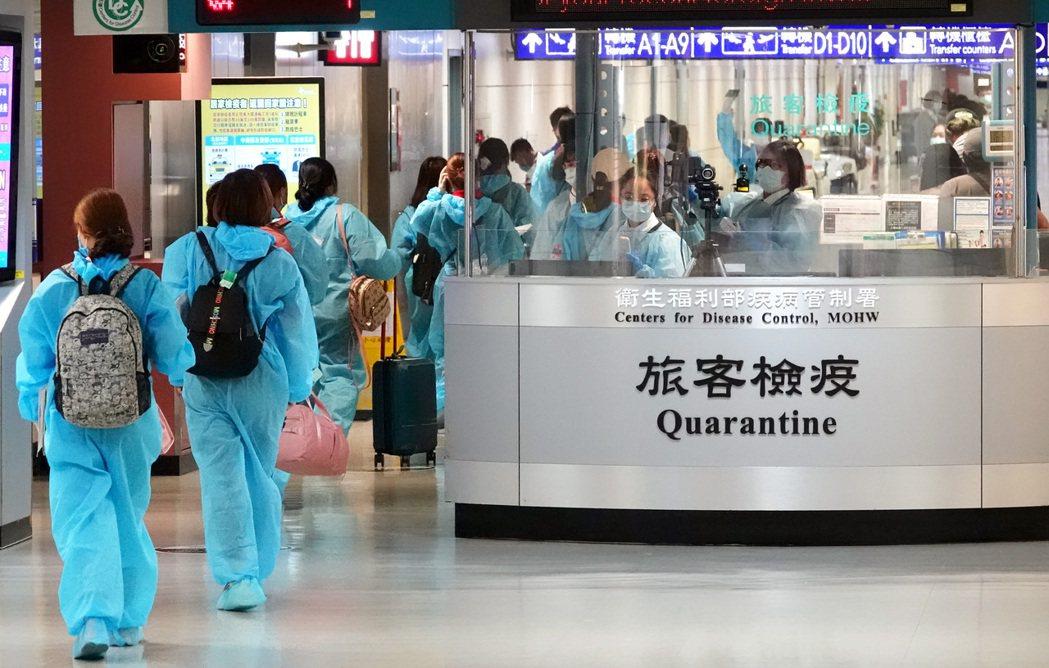 台南奇美醫院加護醫學部醫師陳志金建議疫情中心,入境者在檢疫結束,應再採檢PCR陰...