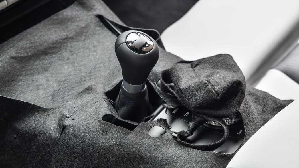 新一代BMW M4原型車上就配備6速手排變速箱。 摘自BMW