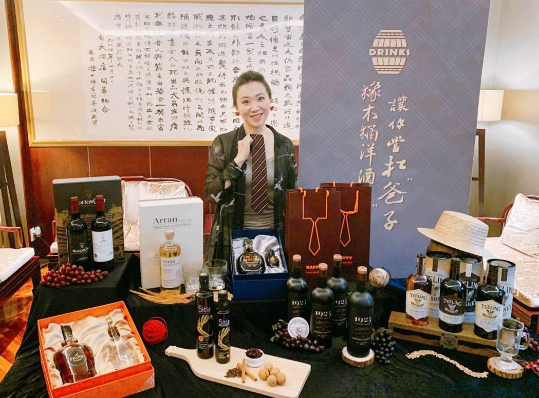 橡木桶洋酒總經理袁德珮推薦今年父親節熱門酒款,預期再創銷售佳績。橡木桶/提供