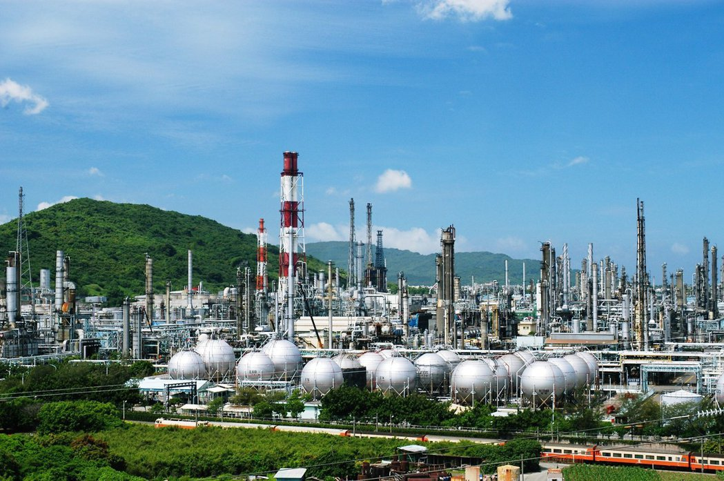 中油高雄煉油廠。 報系資料照